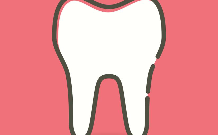 Ładne nienaganne zęby również efektowny prześliczny uśmieszek to powód do płenego uśmiechu.